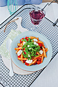 Light vegetable pasta with tomatoes, rocket and mozzarella