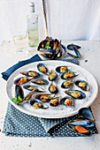 Gratinated mussels with mozzarella and herbs