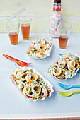 Creamy pasta with spinach, peas, mushrooms and mozzarella