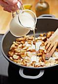 Steinpilz-Sahnesauce zubereiten