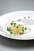 Zitronen-Sauerkraut mit Kartoffelwürfeln und Gewürzessenz
