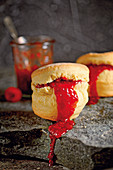 Grilled scones with a pepper and raspberry jam