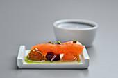 Geräucherter Lachs mit Rote-Bete, Kirschtomaten und Grapefruit