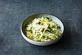 Pointed cabbage risotto with artichoke hearts