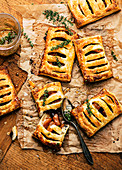 Apple turnovers with thyme