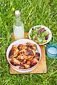Gegrilltes Sticky Chicken zum Picknick