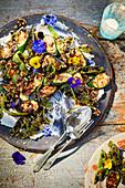 Gegrillte Zucchini mit Prunkbohnen und Ricotta zum Mittsommerfest in Schweden