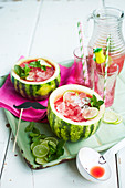 Wassermelonenlimonade mit Crushed Ice