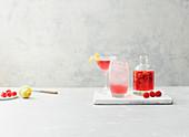 Himbeer-Gin mit Zitronenschale