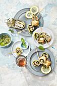 Toaströllchen mit Kräuter-Sardinen-Füllung