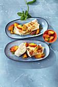 Gratinated wraps filled with rice pudding and peaches