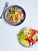 Würzige Teriyaki-Garnelen mit Sesamreis, dazu Cobb Salad