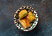 Baklava - traditionelles türkisches Dessert aus Filoteig mit gehackten Nüssen und Sirup