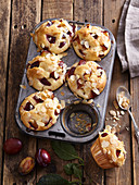 Almond muffins with plums and honey