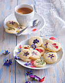 Butter cookies with edible flowers