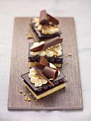 Walnut slices with chocolate cream