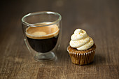 A chai-latte cupcake