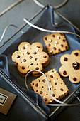 Christmas biscuits with praline cream as a gift