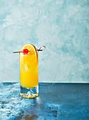 Cocktail 'Harvey Wallbanger' mit Wodka, Orangensaft und Galliano