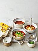 Tomaten-Chipotle-Suppe mit gegrilltem Mais