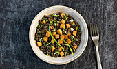 Vegan lentil salad with tempeh