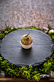 Champignon-Baiser mit Artischockenmousse