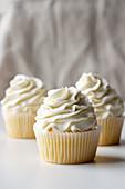 Vanille-Cupcakes mit Sahne