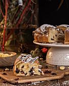 Kringle mit Beeren und Puderzucker, zu Weihnachten