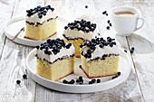 Yoghurt-vanilla cake with cream and blueberries