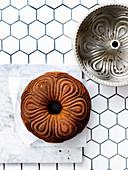 Napfkuchen getränkt mit Sauternes-Rosmarin-Sirup