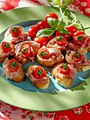 Crostini with raw ham, tomatoes and pesto