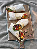 Wraps with peppers, mango and goat's cheese