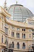 Die Kuppel der Galleria Umberto Primo von außen, Neapel, Kampanien, Italien