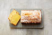 An iced lemon cake (sugar-free)
