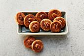 Pecan nut and cinnamon biscuits (sugar-free)