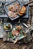 Röstbrot-Sandwiches mit Minutensteaks vom Campinggrill