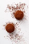 Dunkle Schokoladentrüffel mit Himbeere und Balsamico