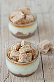 Cheescakes in jar with caramel and sesame bar