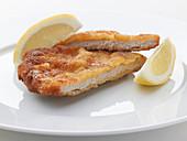 Viennese pork escalope with lemon wedges