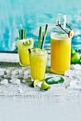 Ananassmoothie mit Limetten