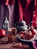 Granatapfel in orientalischem Ambiente