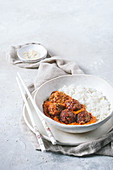 Meatballs in red curry with rice