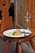 Fasan á la Backhendl mit Kartoffel-Gurken-Salat