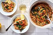 Spaghetti mit Garnelen, Muscheln und Tomatensauce
