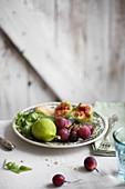 Rote Trauben, Feigen und Parmesan