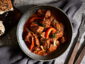Gulasch mit roter Paprika