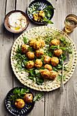Blumenkohl-Kurkuma-Süßkartoffel-Falafel mit Lemon- Sauce