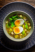 Leek and potato soup with waxy eggs