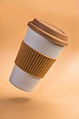 Pappbecher mit Silikonring für Kaffee zum Mitnehmen