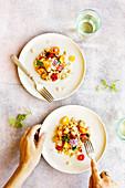 Mediterrane weiße Bohnen mit Halloumi, Auberginen und Paprika
